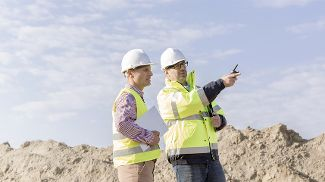 An Operations manager talks to a Met Office consultant on site.