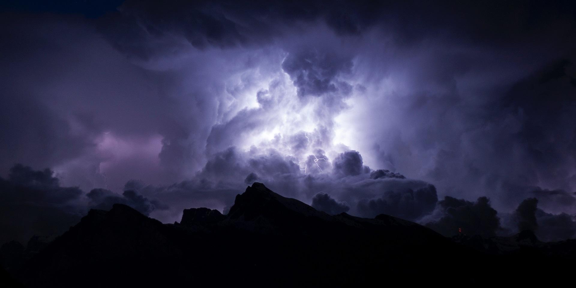 lightning-strike-in-clouds.jpg